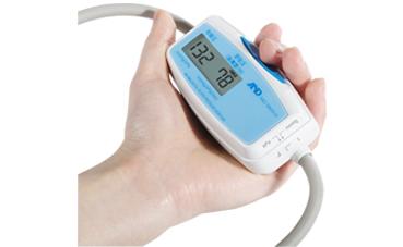 服の上からの血圧測定ができる上腕式トラベル血圧計 UA-704